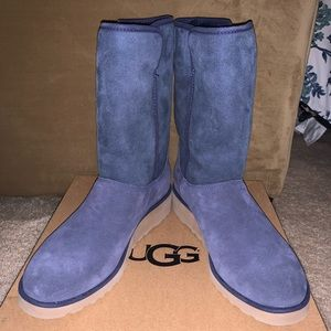 New Amie UGGs, size 9